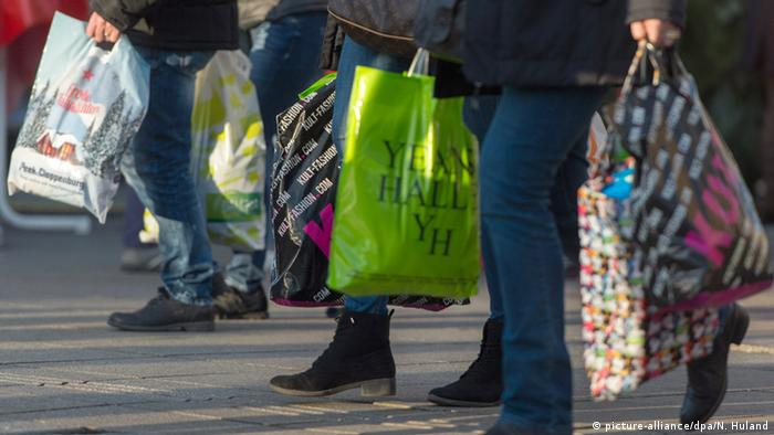 German shoppers (picture-alliance/dpa/N. Huland)