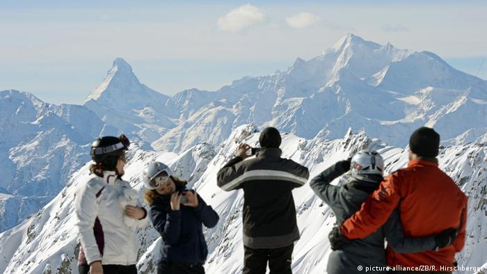 Schweiz Blick vom Eggishorn auf das Matterhorn