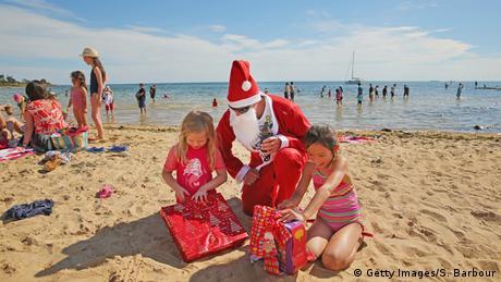 Australien Weihnachten in Melbourne am Strand (Getty Images/S. Barbour)