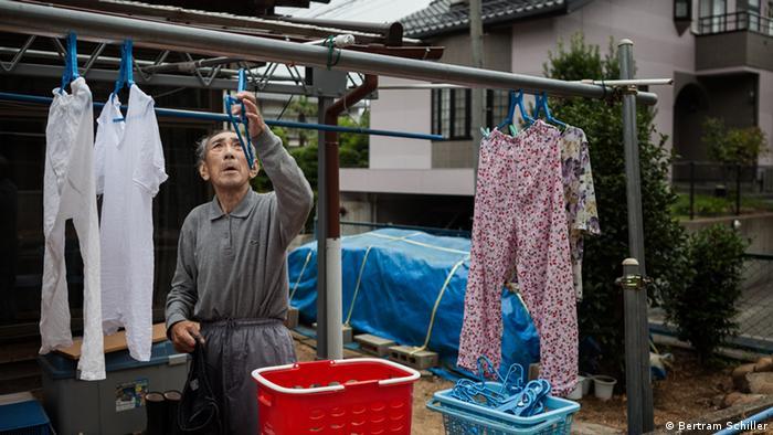 Herr Kanno Wäscheleine Wäsche Fukushima Japan