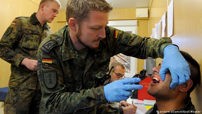 Bundeswehr Flüchtlinge Organisation Registrierung Schnelle Einsatzkräfte Sanitätsdienst Weener Deutschland