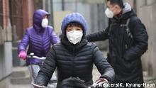 Viele Bewohner in Chinas Großstädten gehen nur noch mit Mundschutz auf die Straße
