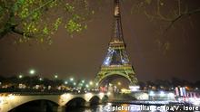 29.11.2015 **** ©Vincent Isore/IP3 ; Paris, France November 29 2015 - Marking the opening of COP21 (UN climate change conference) Eiffel Tower is green lightened © picture-alliance/dpa/V. Isore
