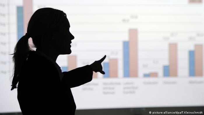 Alemania impondrá la presencia de mujeres en los consejos de administración de las grandes empresas que cotizan en bolsa, según un proyecto de ley presentado el miércoles por el gobierno de la mayor economía de Europa. (6.01.2021).