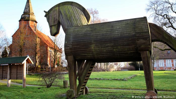Nachbildung eines Trojanisches Pferd, Foto: dpa