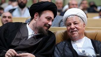 حسن خمینی (چپ)، کاندیدای مجلس خبرگان رهبری در کنار اکبر هاشمی رفسنجانی