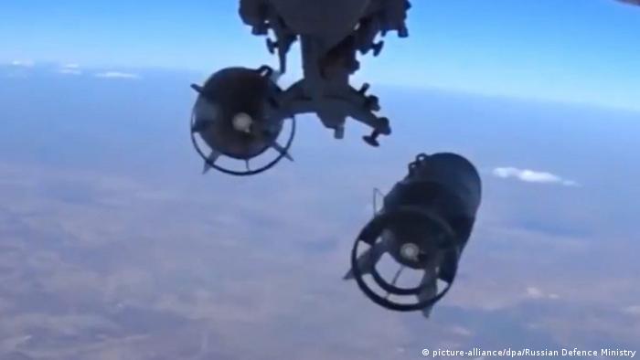Российский бомбардировщик сбрасывает бомбу