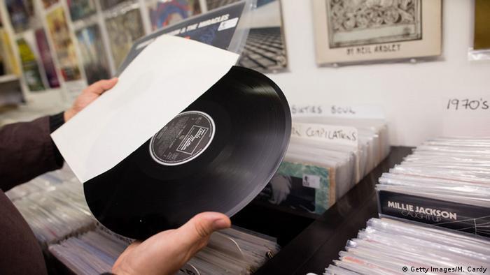 Symbolbild Schallplatte Verkaufserfolg von Vinyl (Getty Images/M. Cardy)