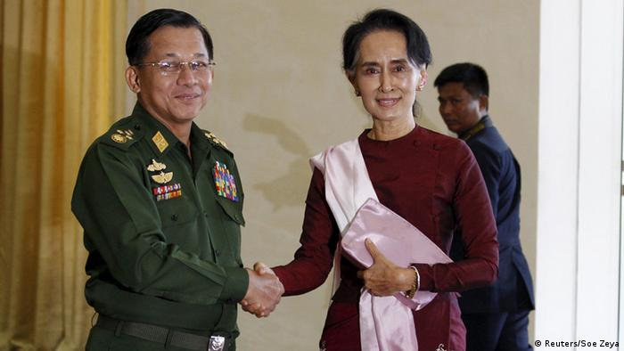 Myanmar's military chief Min Aung Hlaing with Aung San Suu Kyi (Reuters/Soe Zeya)