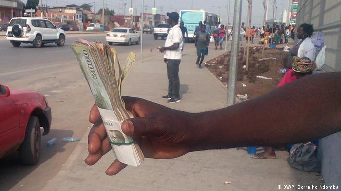 Angola Devisen-Schwarzmarkt (DW/P. Borralho Ndomba)