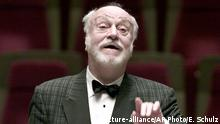 FILE - In this Oct. 10, 2001 file photo German conductor Kurt Masur conducts the London Philharmonic orchestra during a rehearsal in the concert hall Gewandhaus in Leipzig, eastern Germany. New York Philharmonic says music director emeritus Kurt Masur, from Germany, has died at 88. (AP Photo/Eckehard Schulz, file) Copyright: picture-alliance/AP Photo/E. Schulz