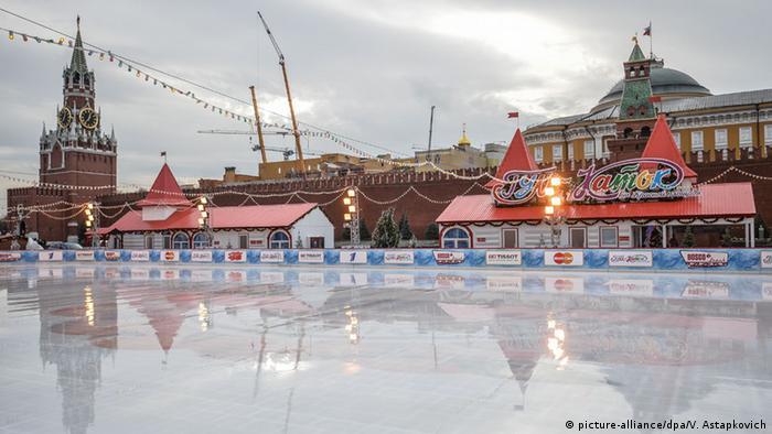 Moskau geschmolzene Eislauffläche