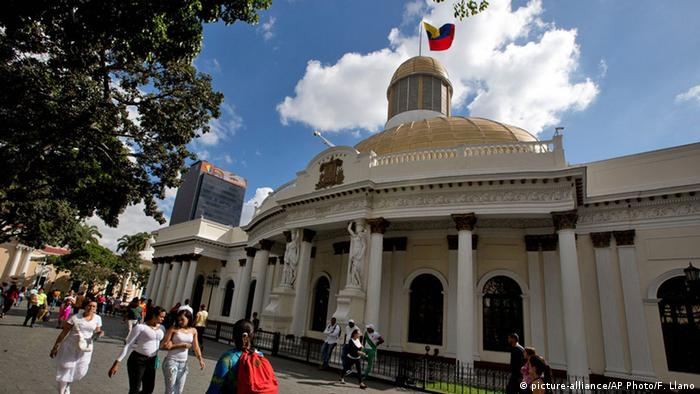 Venezuela Caracas Parlament Asamblea Nacional (picture-alliance/AP Photo/F. Llano)