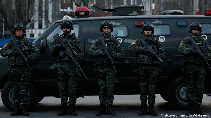 Sanlitun Peking Polizei Alarmbereitschaft China