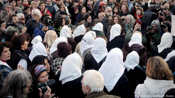 Argentinien Organisation Mothers of Plaza de Mayo Vermisste Kinder (picture-alliance/dpa/R. Nunez)
