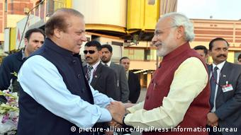 Indian Prime Minister Narendra Modi (R) being welcomed by the Prime Minister of Pakistan, Nawaz Sharif (L), at the airport in Lahore, Pakistan, 25 December 2015 (Photo: EPA/PRESS INFORMATION BUREAU/HANDOUT HANDOUT EDITORIAL USE ONLY/NO SALES)