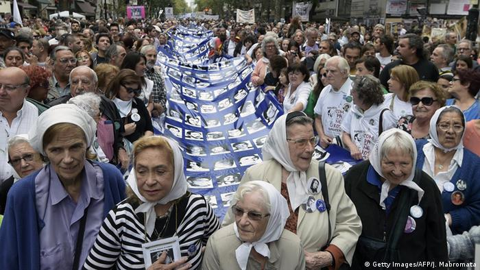 Demonstration der Vereinigung Großmütter der Plaza de Mayo in Buenos Aires (Getty Images/AFP/J. Mabromata)