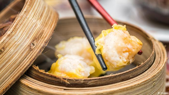 Dim Sum in Bamboo Steamed Bowl (Imago)