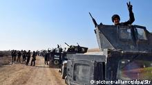 22.12.2015 FILE - epaselect epa05079024 Iraqi military vehicles and troops advance towards the centre of Ramadi city, west of Iraq on 22 December 2015. The Iraqi military forces launched a military operation to retake the provincial capital from IS amid reports IS was preventing civilians from leaving the city. EPA/STR (zu dpa Erst Ramadi, dann Mossul: Gegen den IS kommt Iraks größter Kampf noch vom 25.12.2015) +++(c) dpa - Bildfunk+++ picture-alliance/dpa/Str