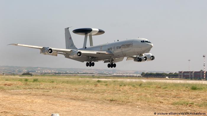 Літак-розвідник з системою AWACS
