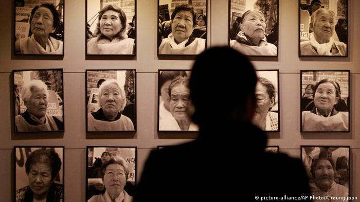 Exhibition in Seoul of photos of former comfort women (picture-alliance/AP Photo/A.Young-joon)