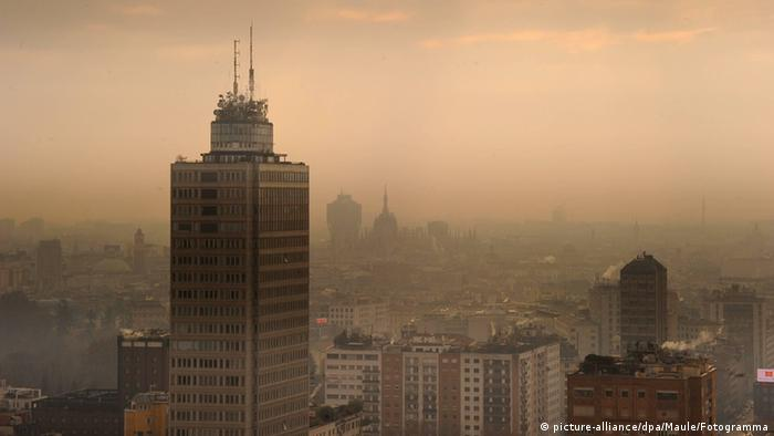 Smog alert in Milan, Italy (Photo: picture-alliance/dpa/Maule/Fotogramma)