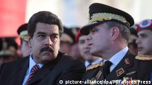 epa04590028 Handout photo released by Miraflores Press showing Venezuelan President Nicolas Maduro (L) and Minister of Defense Vladimir Padrino Lopez (R), during a graduation of troop officials in Caracas, Venezuela, 27 January 2015. EPA/MIRAFLORES PRESS / HANDOUT HANDOUT EDITORIAL USE ONLY/NO SALES +++(c) dpa - Bildfunk+++ picture-alliance/dpa/Miraflores Press