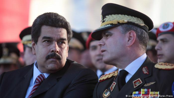Präsident Nicolas Maduro und Vladimir Padrino Lopez (picture-alliance/dpa/Miraflores Press)