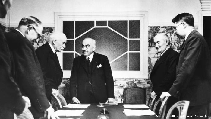 Vichy Cabinet discussing a report by Admiral Darlan, Vichy Foreign Minister.