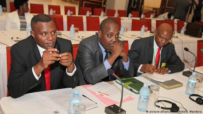 Uganda Burundi-Friedensgespräche in Entebbe (Foto: picture-alliance/AP Photo/S. Wandera)