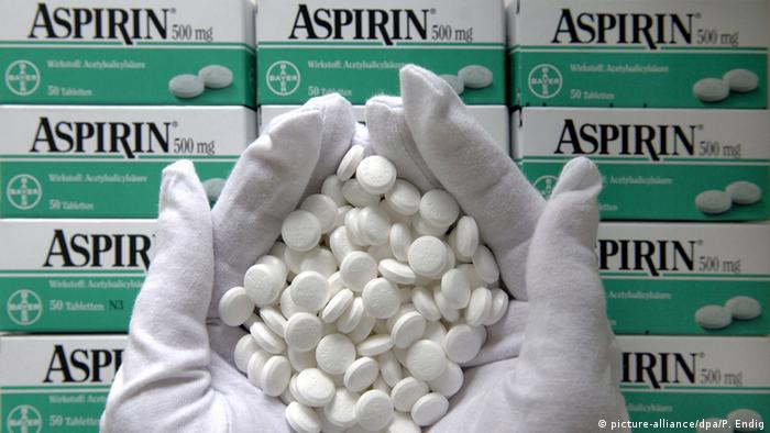 Deutschland Aspirin Tabletten in der Bayer HealthCare AG (picture-alliance/dpa/P. Endig)