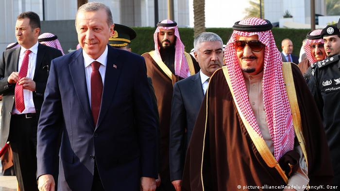 Saudi-Arabien Besuch Recep Erdogan & Salman bin Abdulaziz Al Saud (picture-alliance/Anadolu Agency/K. Ozer)