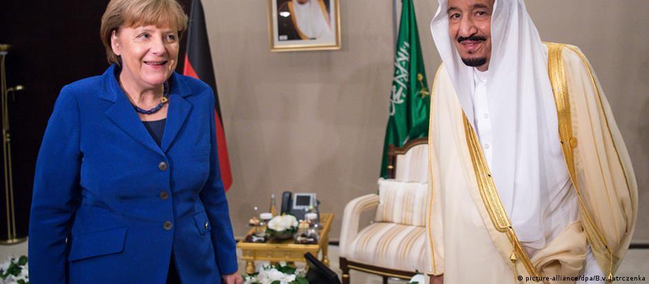 Chanceler federal alemã, Angela Merkel, e o rei da Arábia Saudita, Salman bin Abdulaziz Al-Saud