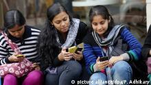 Indien Studenten Smartphone WiFi