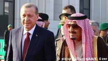 RIYADH, SAUDI ARABIA - DECEMBER 29: Turkish President Recep Tayyip Erdogan (left) and Saudi King Salman bin Abdulaziz Al Saud (right) attend an official welcome ceremony prior to their meeting at Al Yamama Palace in Riyadh, Saudi Arabia, on December 29, 2015. Kayhan Ozer / Anadolu Agency picture-alliance/AA/K. Ozer