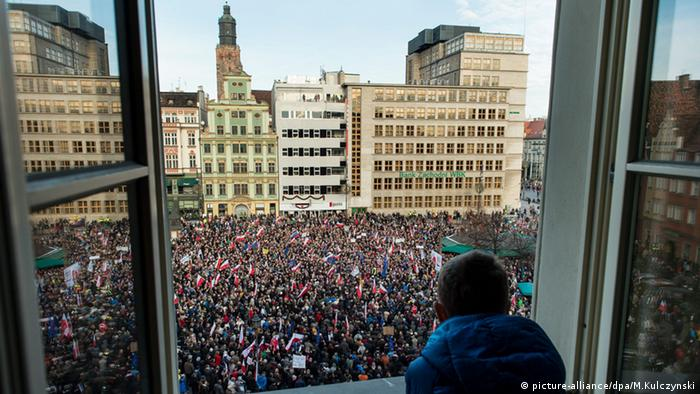 Thousands of residents pack Salt Square in Wroclaw to protest the government's law politicizing the judiciary.