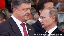 FILE - Ukraine's President-elect Petro Poroshenko, (L), walks past Russian President Vladimir Putin during the commemoration of the 70th anniversary of the D-Day in Ouistreham, France, 06 June 2014. EPA/CHRISTOPHE ENA / POOL MAXPPP OUT dpa (zu dpa «Diplomatische Fehden im UN-Sicherheitsrat: Ukraine gegen Russland» vom 14.10.2015) +++(c) dpa - Bildfunk+++ picture-alliance/dpa/Ch.Ena