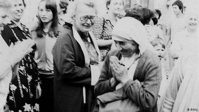 Mutter Teresa Fronleichnamsprozession der katholischen Kirche in Ostberlin