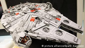 Star Wars Lego Falcon (picture alliance/dpa/D. Karmann)