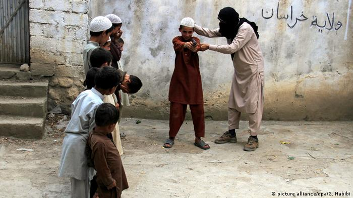 Afghanistan IS Kindersoldaten Ausbildung (picture alliance/dpa/G. Habibi)