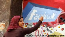 FILE - In this March 30, 2011, file photo. an art student from the University of Helwan paints the Facebook logo on a mural commemorating the revolution that overthrew Hosni Mubarak in the Zamalek neighborhood of Cairo, Egypt. In a statement to The Associated Press on Wednesday, Dec 30, 2015, Facebook said it is ¿disappointed¿ that a program providing free basic Internet services to over three million Egyptians has been shut down. It said the service provided Internet access to more than a million people who were not previously connected. (AP Photo/Manoocher Deghati, File) picture alliance/AP Photo/M. Deghati