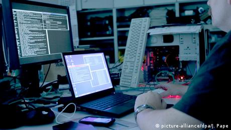 Symbolbild BBC Hacker Attack (picture-alliance/dpa/J. Pape)