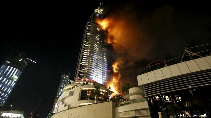 حريق هائل في فندق مجاور لبرج خليفة في دبي