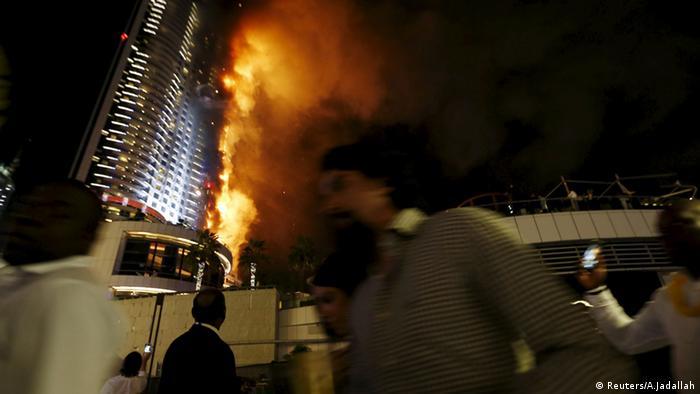 مصور يروي تفاصيل نصف ساعة رهيبة عاشها في قلب حريق فندق دبي