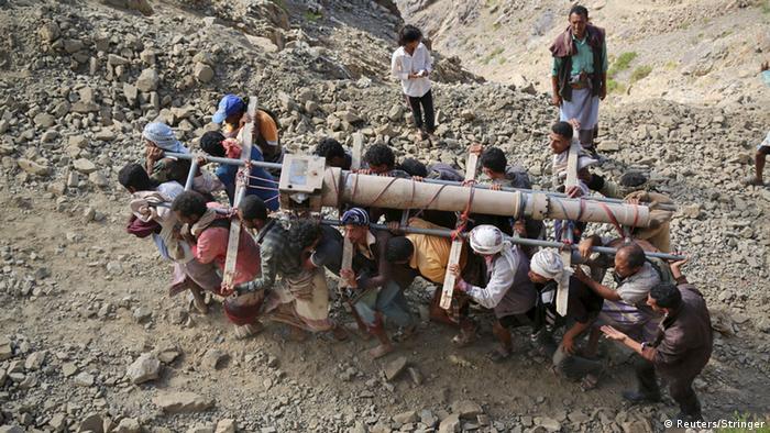 اليمن- ضربات جوية وصواريخ وقنابل تقتل العشرات
