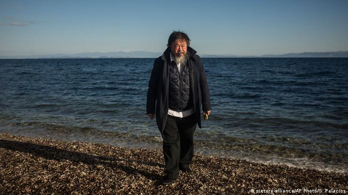 Ai Weiwei on Lesbos, Copyright: picture-alliance/AP Photo/S. Palacios