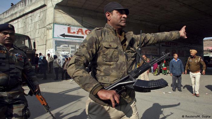 Indien Pathankot Punjab Kontrolle Polizei