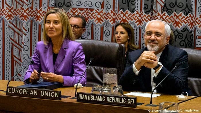 EU-Außenbeauftragte Mogherini und Irans Außenminister Zarif auf einem Treffen am Rande der UN Hauptversammlung im September 2015 (Foto: EPA/Craig Ruttle)