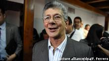 30.12.2015 Bildunterschrift:Venezuelan deputy for the Accion Democratica party, Henry Ramos Allup talks after a press conference in Caracas on December 29, 2015. Venezuelan President Nicolas Maduro's party has filed a legal challenge against the election of eight opposition lawmakers, threatening the two-thirds majority it won in landmark polls this month, the high court said Tuesday. AFP PHOTO/JUAN BARRETO / AFP / JUAN BARRETO (Photo credit should read JUAN BARRETO/AFP/Getty Images) Getty Images/AFP/J. Baretto