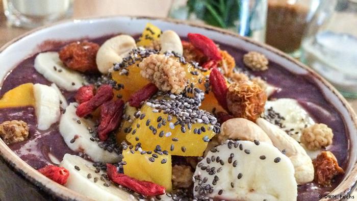 Завтрак с добавлением ягод асаи и семян чиа